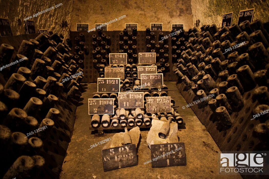 Stock Photo: France, Marne, Champagne Ardenne, Reims, Pommery champagne winery, champagne cellars.