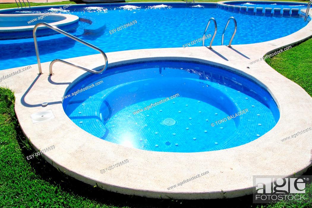 Photo de stock: blue jet spa pool in green grass garden outdoor dayspa.