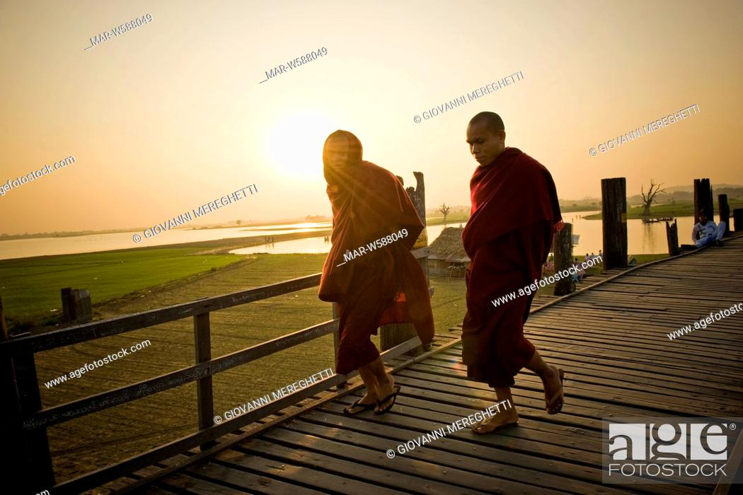 Stock Photo: footbridge ubein teakwood, connects amarapura to a pagoda on the other side of the lake, myanmar.