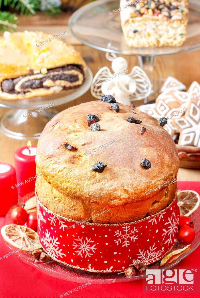 Imagen: Panettone, traditional italian christmas cake.