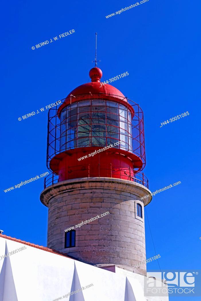 Stock Photo: Cabo de Saint Vicente, Farol do Cabo de page ã o Vicente, lighthouse, Sagres Portugal,.