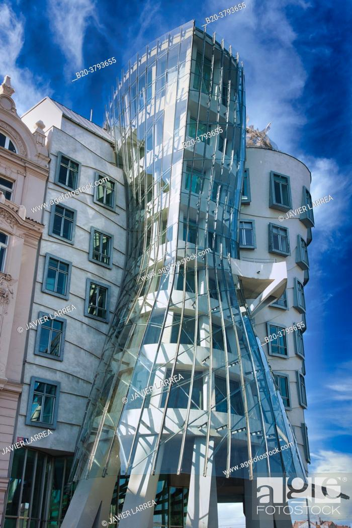 Stock Photo: 'Dancing House' (aka 'Fred and Ginger', Nationale-Nederlanden building) by architects Frank Gehry and Vlado Milunic, Prague, Czech Republic, Europe.
