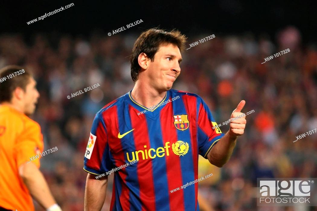 Stock Photo: Barcelona, Camp Nou Stadium, 25/10/2009, Spanish League, FC Barcelona vs. Real Zaragoza, Leo Messi.