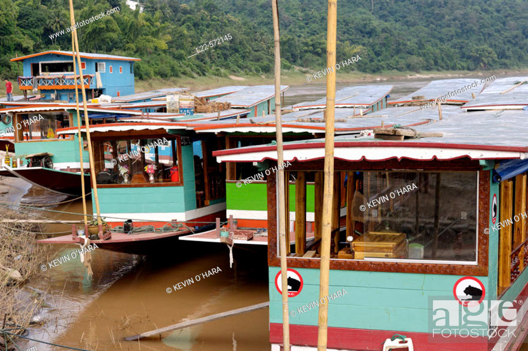 Stock Photo: Pakbeng village is the halfway point on the Mekong river between Huay Xai and Luang Prabang. As the Mekong was once the only major transport route in the.