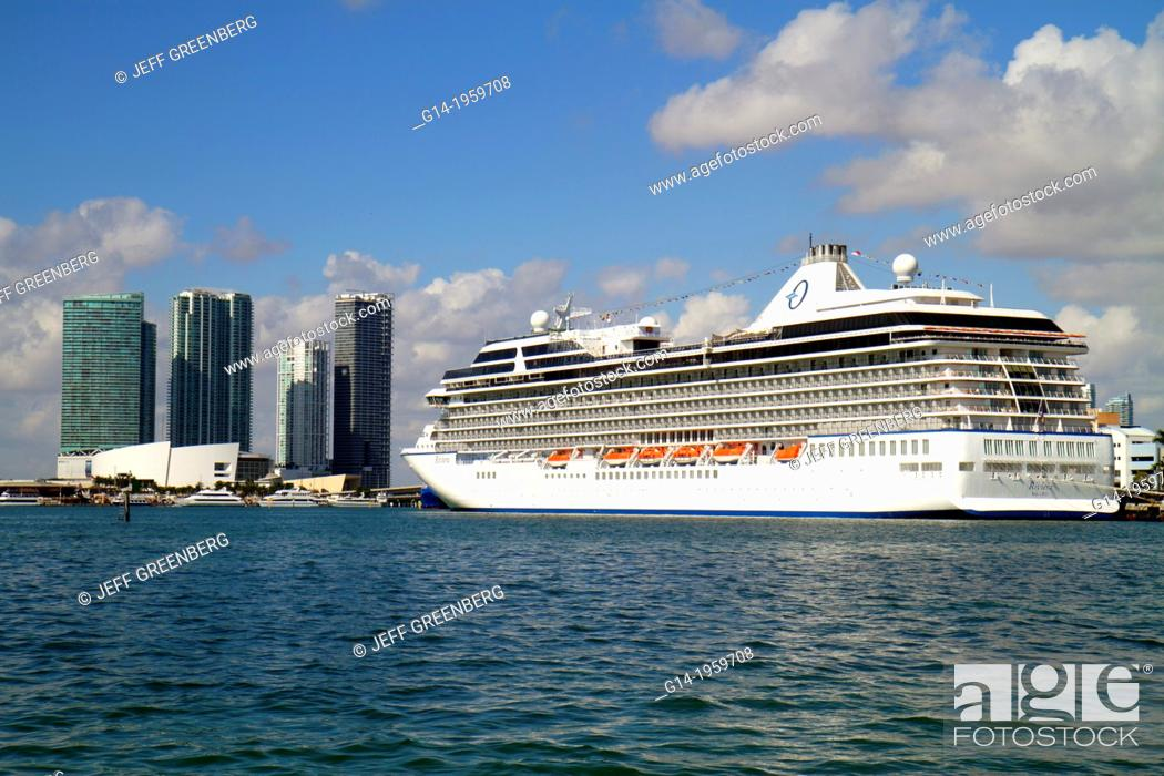 Stock Photo: Florida, Miami, Biscayne Bay, Biscayne Boulevard, skyline, water, skyscrapers, high rise, condominium, buildings, American Airlines Arena, Port of Miami.