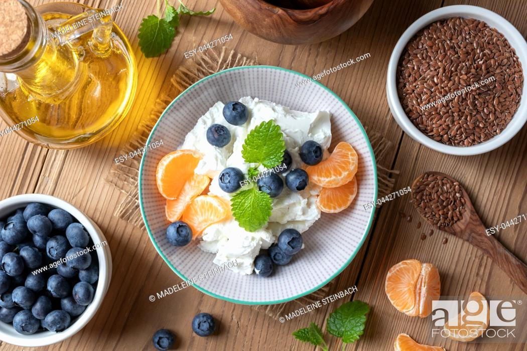 Stock Photo: Cottage cheese and flax seed oil with fresh fruit.