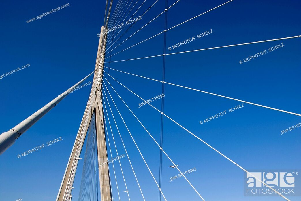 Imagen: Bridge of Normandie, a cable-stayed road bridge between Le Havre and Honfleur over the Seine, France, Normandy.