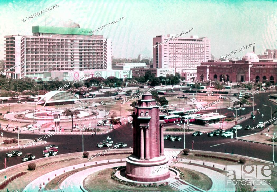 Stock Photo: Der Midan el-Tahrir (Platz der Freiheit) zum Nil hin gesehen. Im Hintergrund rechts das Ägyptische Museum, mittig das Hauptgebäude der Arabischen Liga.