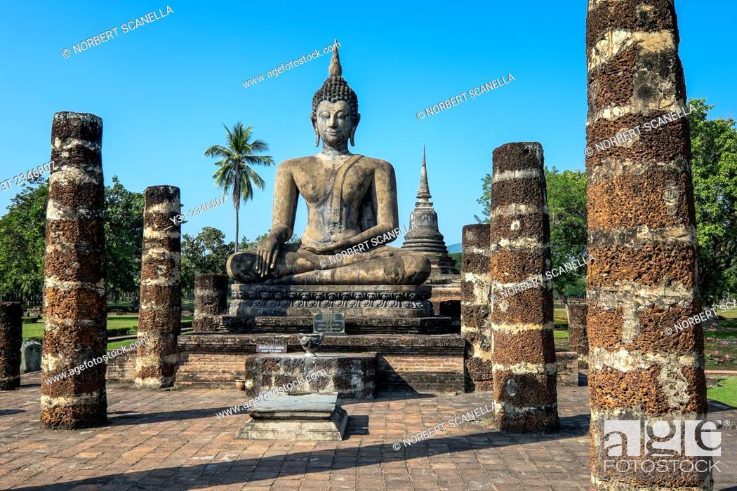 Stock Photo: Asia. Thailand, old capital of Siam. Sukhothai archaeological Park, classified UNESCO World Heritage. Wat Mahatat. Buddha statue.