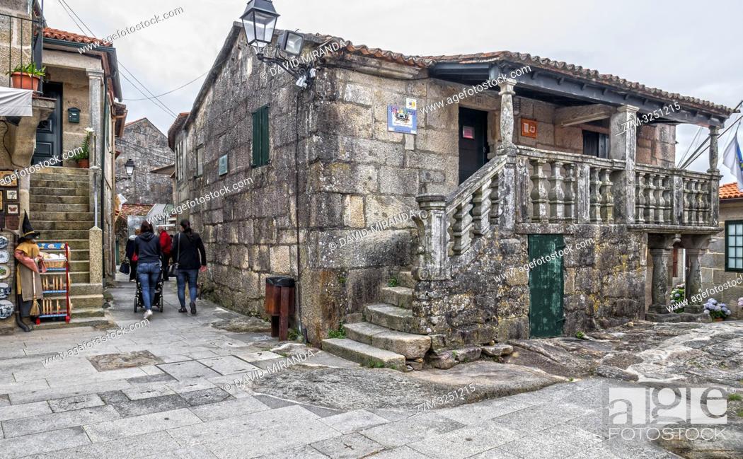 Imagen: Arquitectura popular en piedra en Combarro. Pontevedra. Galicia. España.