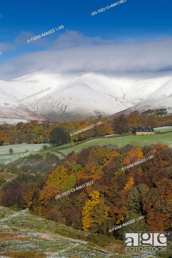 Stock Photo: Eastern Howgill Fells near Sedbergh covered in early winter snow.