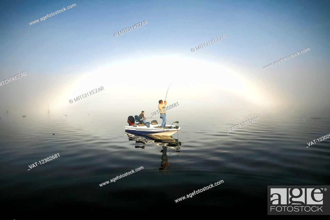 Imagen: Fisherman In Boat On Water.