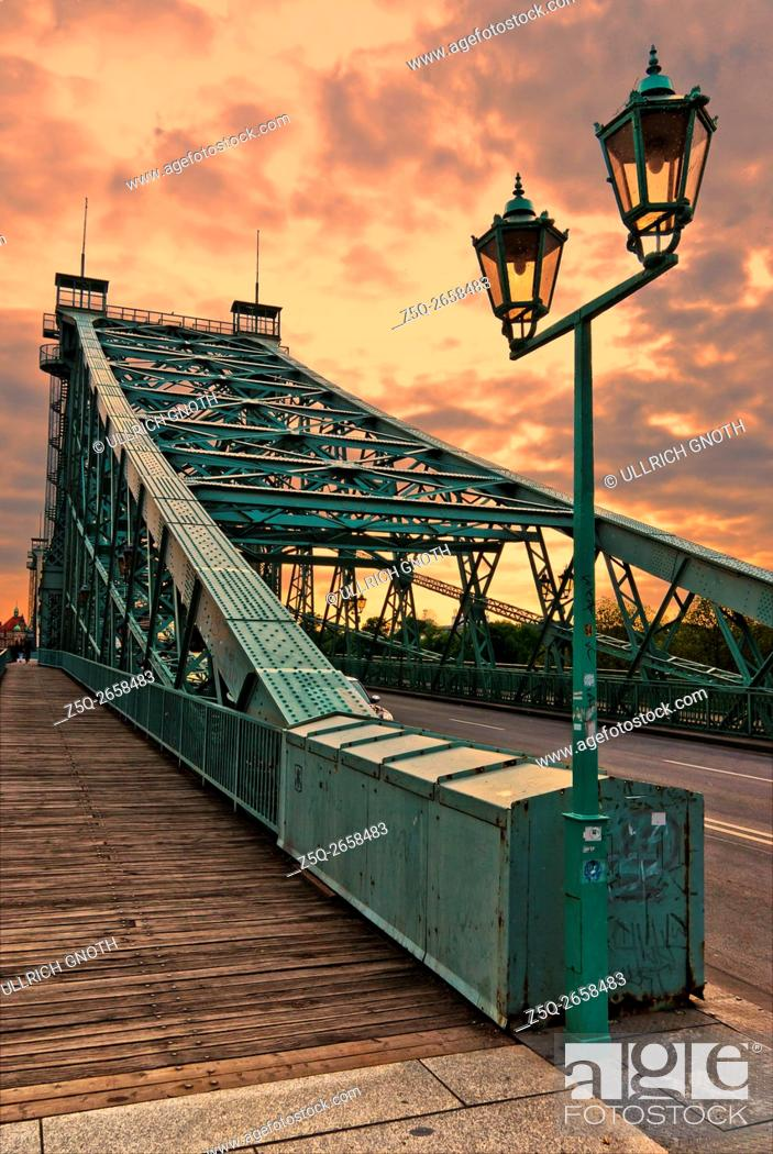 Stock Photo: The world-famous Blaues Wunder Bridge over the Elbe river in Dresden, Saxony, Germany.