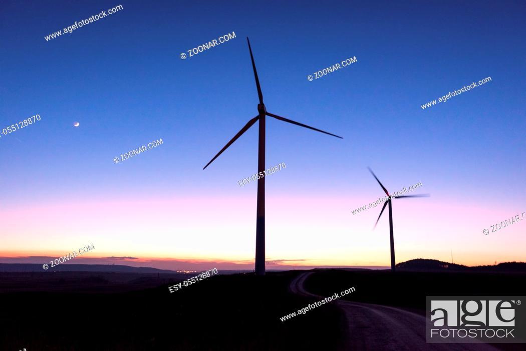 Photo de stock: Wind farm silhouette at dusk.