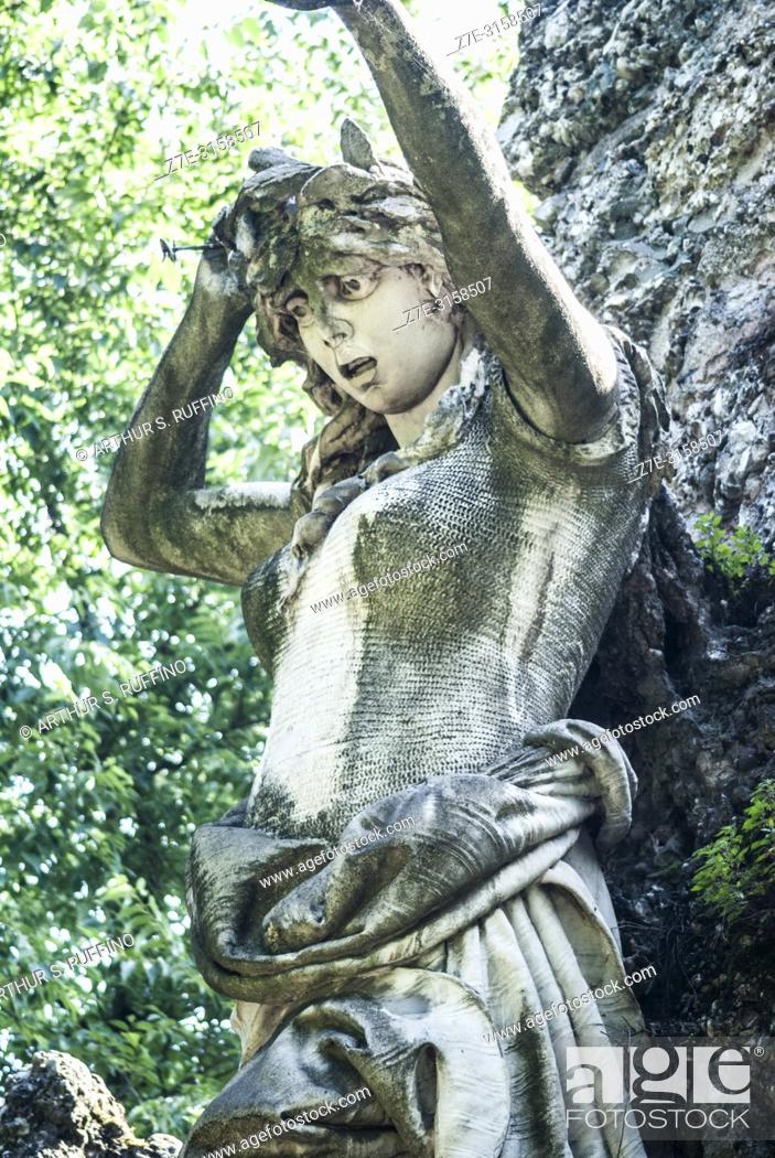 Imagen: Detail of part of the Garibaldi Monument sculptural group featuring a symbolic statue of a patriotic woman. Bersaglieri Park (Parco dei Bersaglieri).