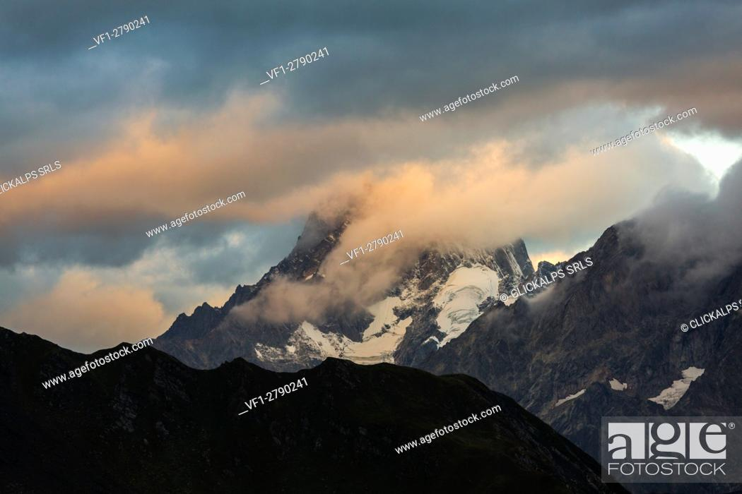 Stock Photo: Grandes Jorasses, Mont Blanc massif, Switzerland.