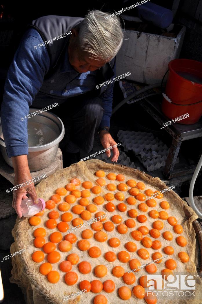 Stock Photo: Hong Kong: salty dry yolks, a speciality of Tai O village, on Lantau Island.