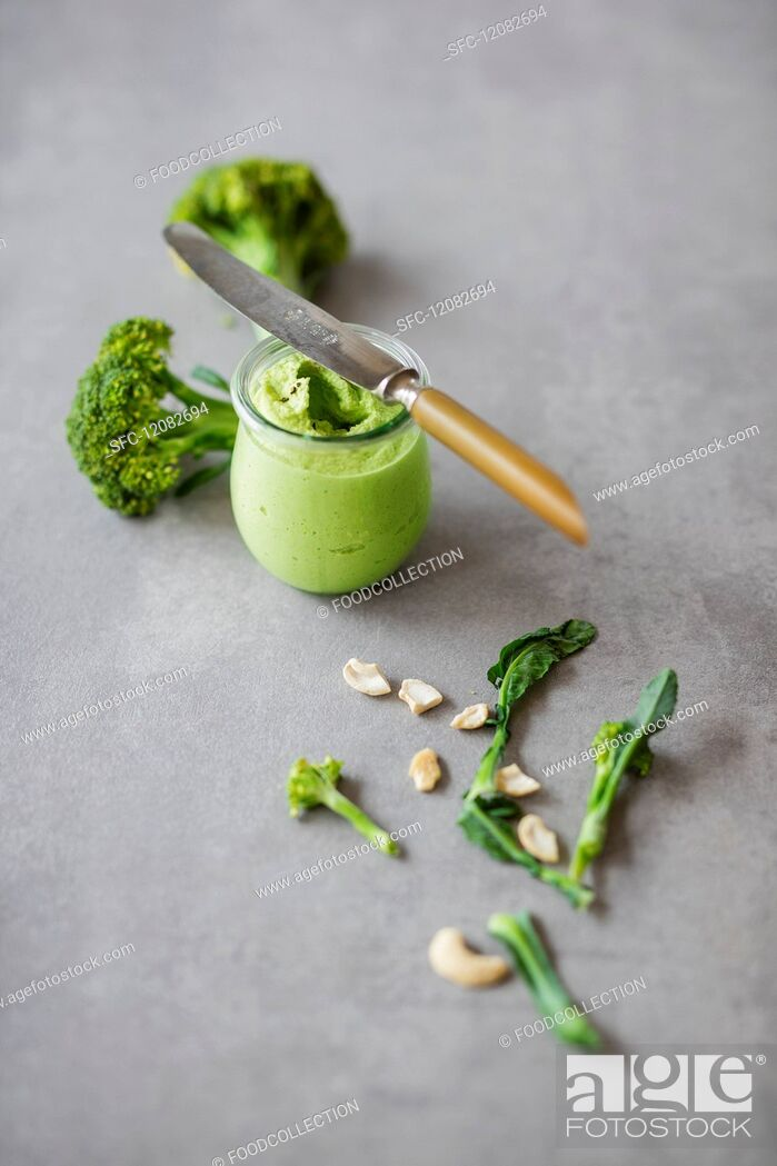 Stock Photo: Vegan spread: broccoli & cashew nut cream.