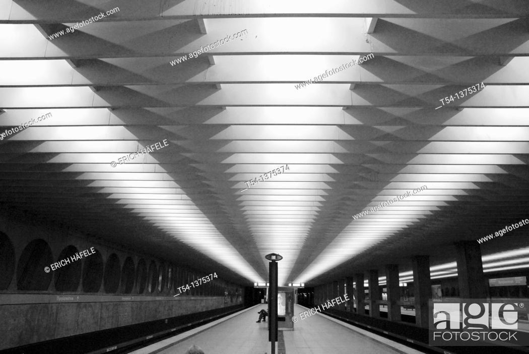 Stock Photo: Neonlight in a Metrostation.