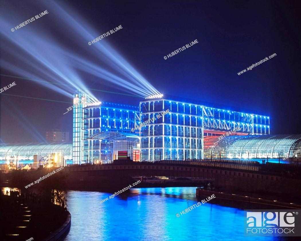 Stock Photo: Spree River, Berlin Hauptbahnhof (Berlin Central Station), Berlin, Germany.