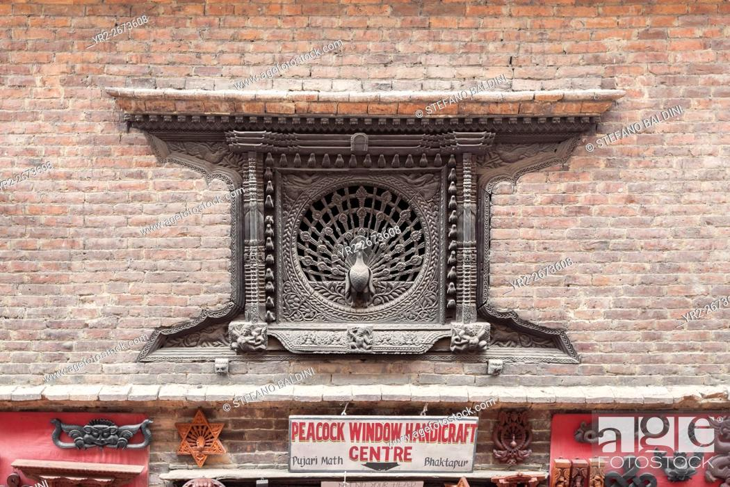 Imagen: The peacock window, famous wood carving in the ancient city of Bhaktapur, Nepal.