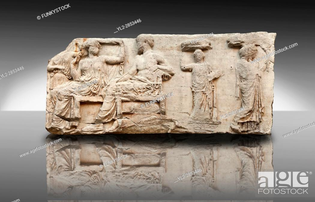 Imagen: Marble Releif Sculptures from the frieze around the Parthenon Block V 28-32. From the Parthenon of the Acropolis Athens. A British Museum Exhibit known as The.