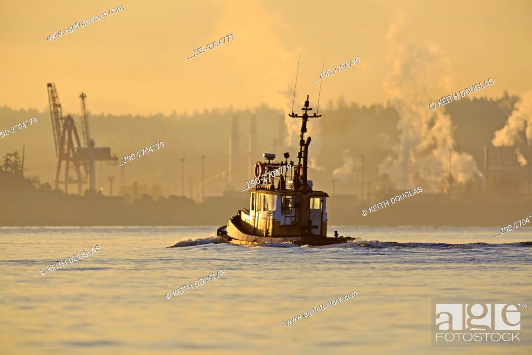 Imagen: Tugboat leaving harbour in morning, Nanaimo, Vancouver Island, British Columbia.