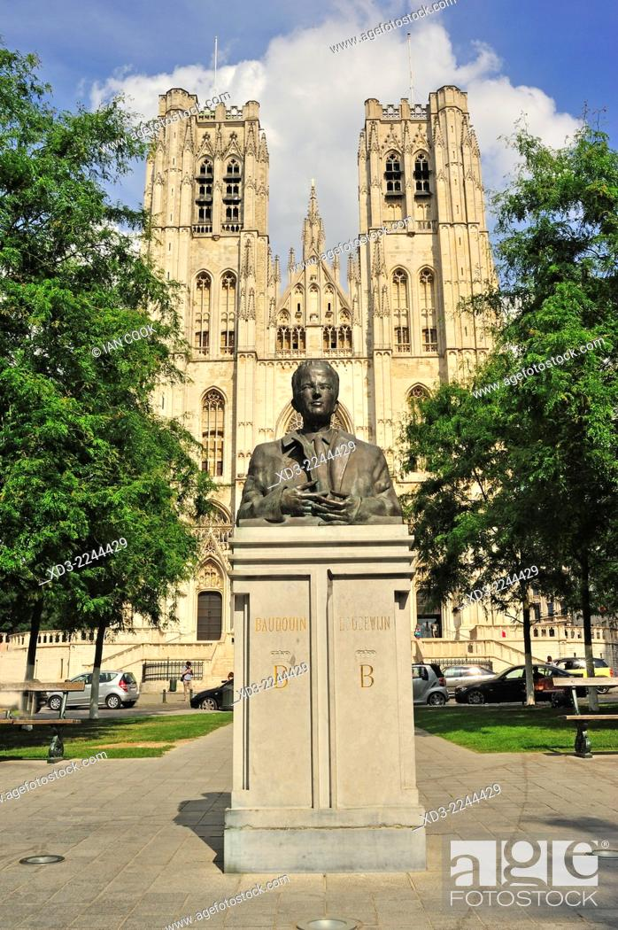Photo de stock: King Baudouin Statue & St. Michael and St. Gudula Cathedral Brussels, Belgium.