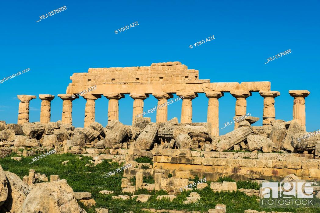 Stock Photo: Italy, Sicily, Selinunte, Archaeological site.