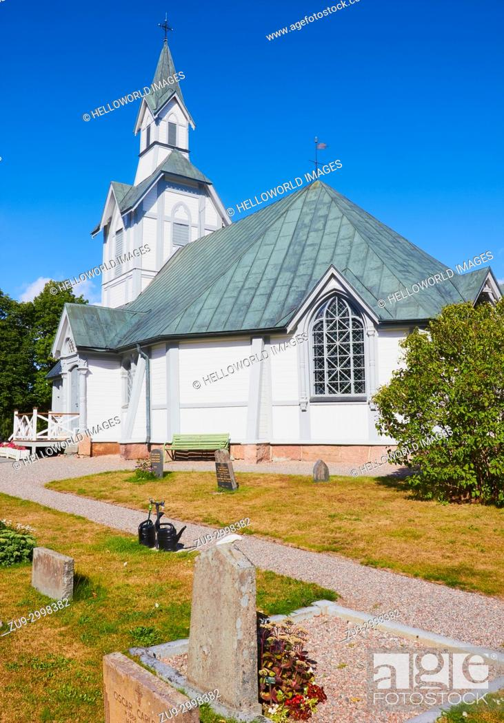 Photo de stock: White painted octagonal wooden church, built in the late 1800's, Ljustero, Stockholm County, Sweden, Scandinavia. . Ljustero is an island in the northern part.