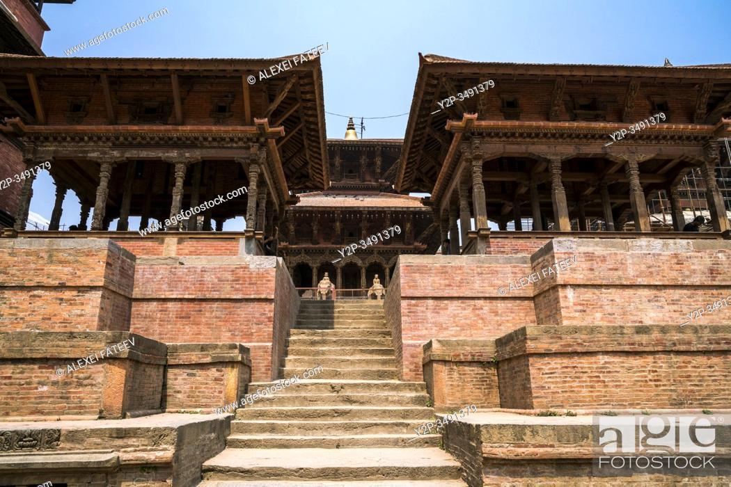 Imagen: Viswonath Temple viewed from Manga Hiti at Durbar Square in Lalitpur (Patan), Kathmandu valley, Nepal.