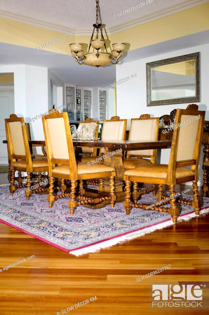 Photo de stock: Interiors of a dining room.