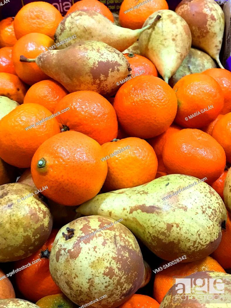 Stock Photo: Pears and mandarins.