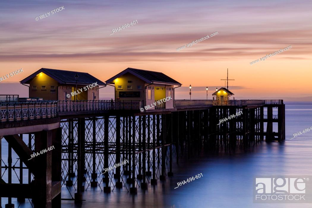 Stock Photo: Penarth Pier, near Cardiff, Vale of Glamorgan, Wales, United Kingdom, Europe.
