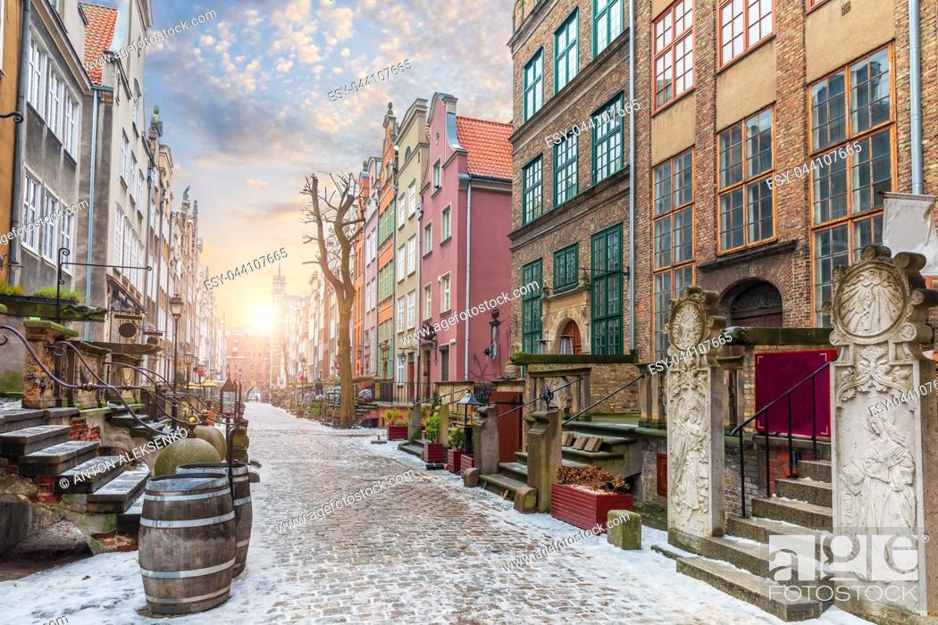 Imagen: Mariacka street, a famous old european street in Gdansk, Poland, no people.