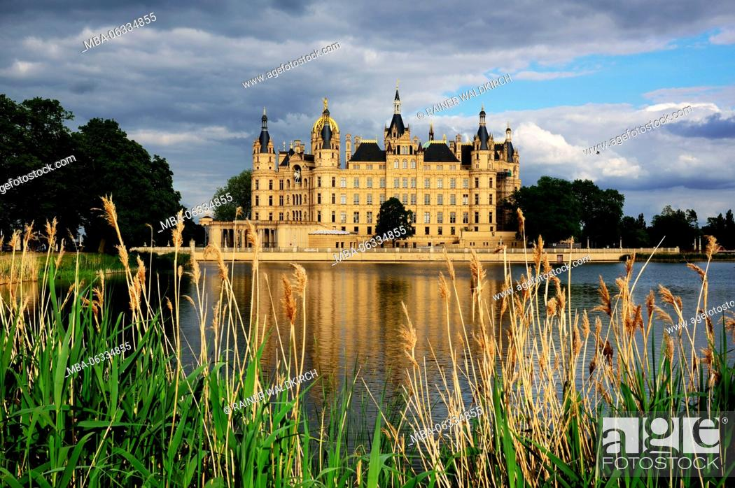 Stock Photo: Europe, Germany, Mecklenburg-West Pomerania, Schwerin, castle Schwerin, builds from 1845 to 1857 in the style of the Romantic historicism.