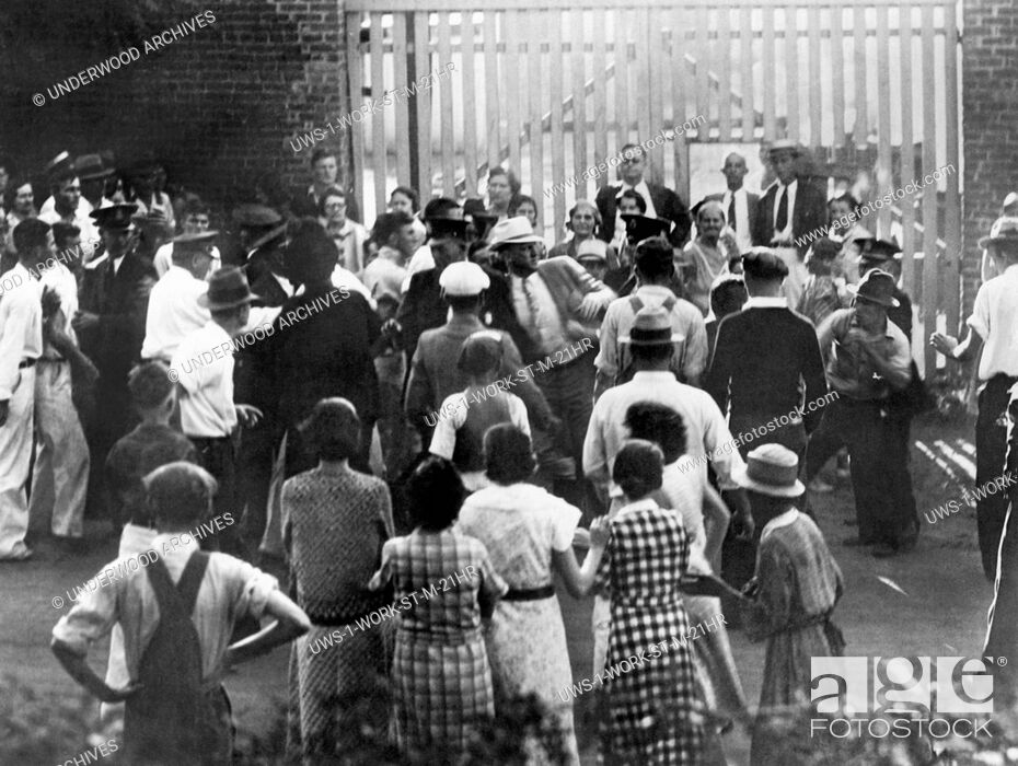 Stock Photo: Macon, Georgia: September 4, 1934 The city of Macon Chief of Detectives, T.E. Garrett at center in white hat, engages in an altercation with a striking mill.