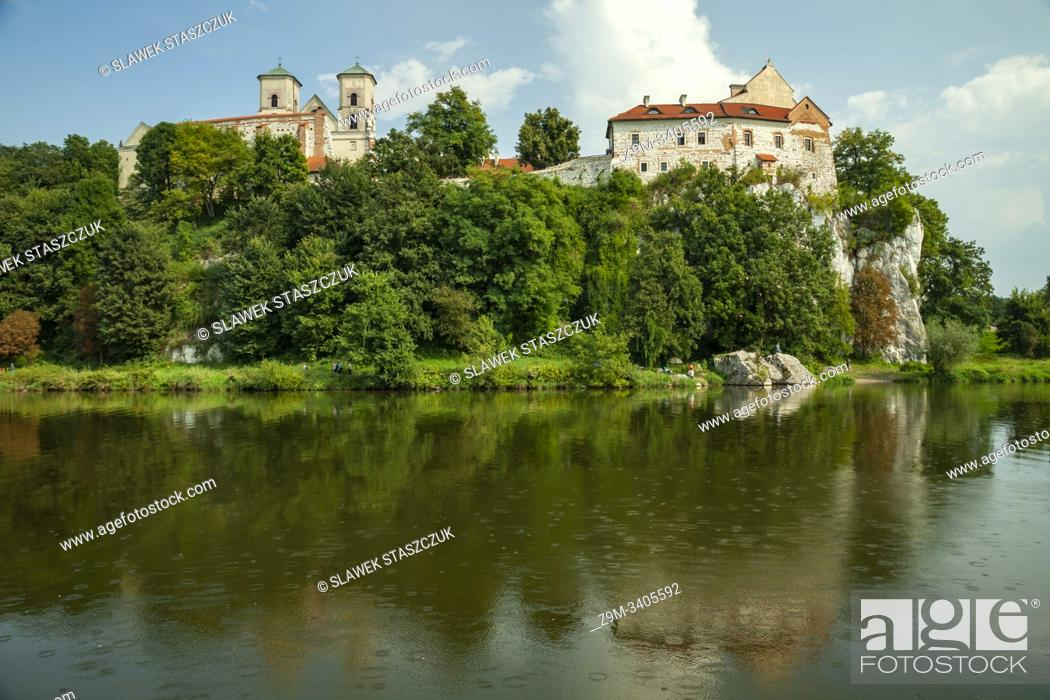 Imagen: Summer afternoon at Tyniec Benedictine Abbey near Krakow, Poland.
