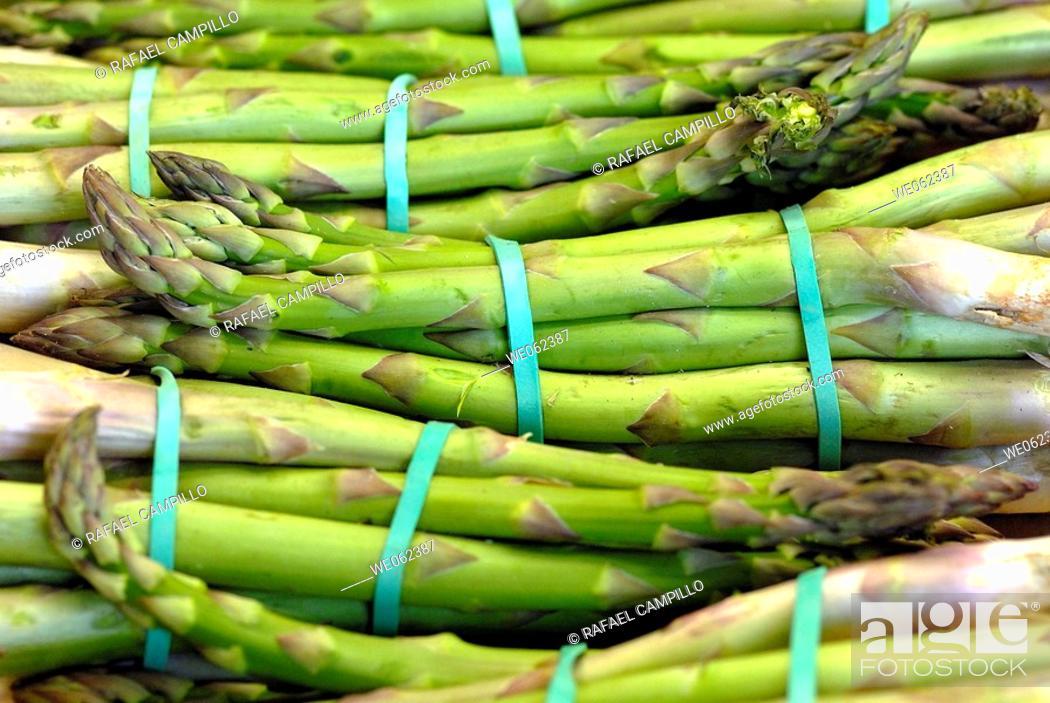 Stock Photo: Asparagus at La Boqueria market, Barcelona. Catalonia, Spain.