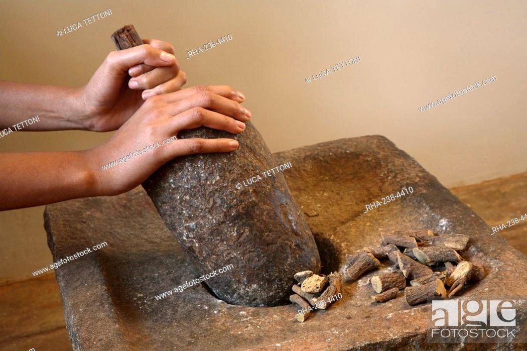 Grinding Licorice, beneficial for gastric and duodenal ulcers, sore