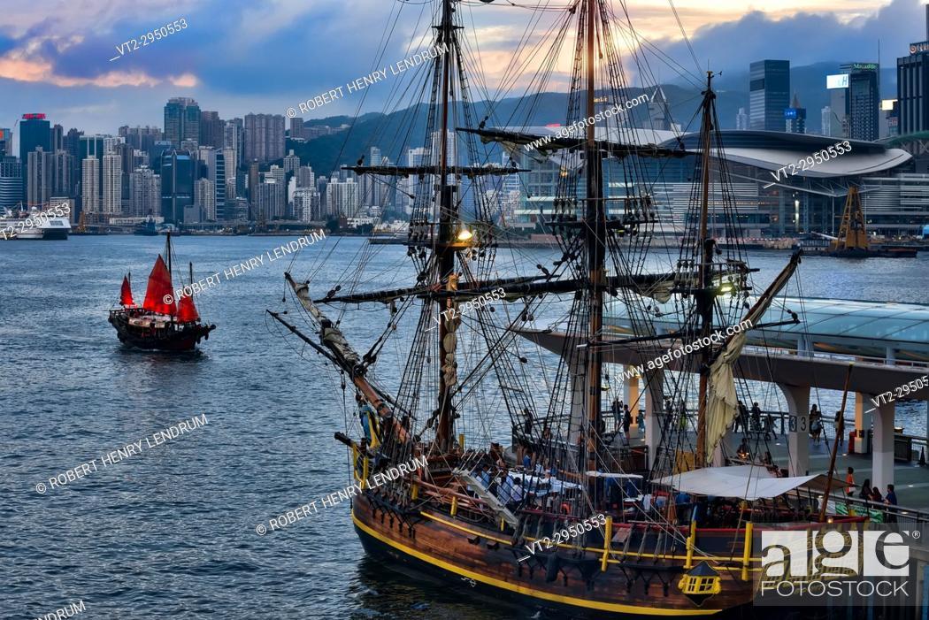 Stock Photo: Victoria harbor, Hong Kong, China.