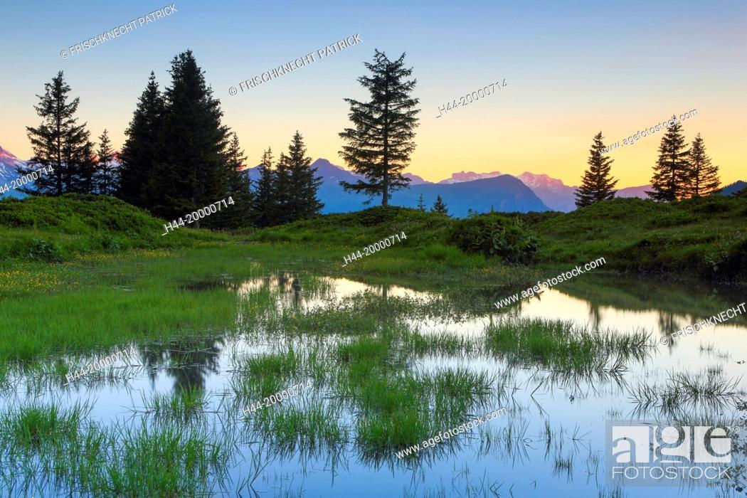 Imagen: Eiger and Mönch in the Bernese Oberland, Switzerland.