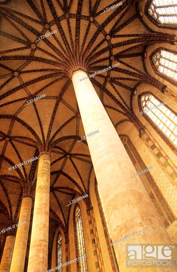 Stock Photo: Vaults warheads star ending with radiation ribs of the huge and famous 'palm des Jacobins.' L'Ensemble Conventuel des Jacobins, jewel of languedocian Gothic art.