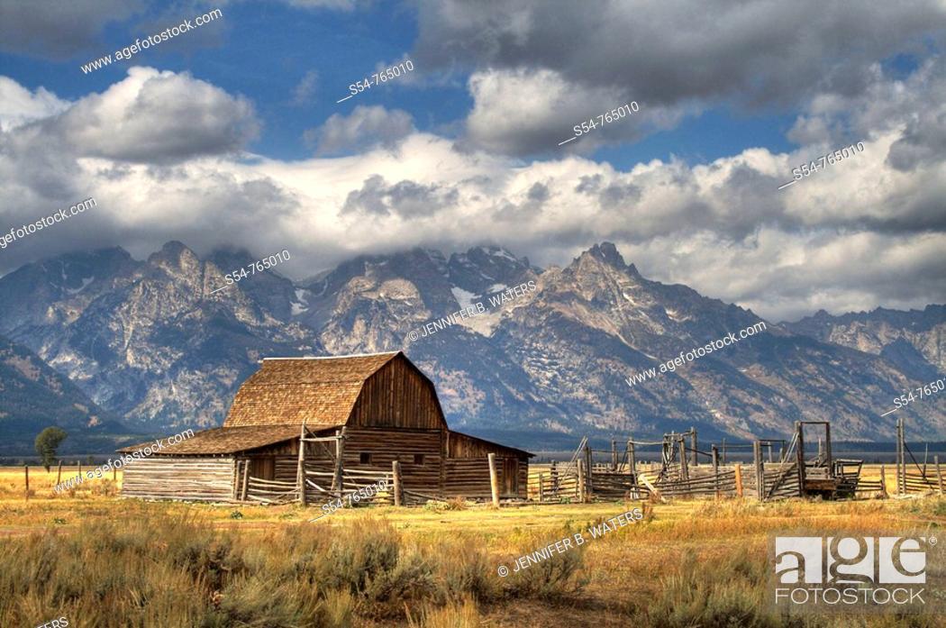 Stock Photo: Moulton Barn, with the Grand Teton Mountains, Jackson Hole, Wyoming, USA.