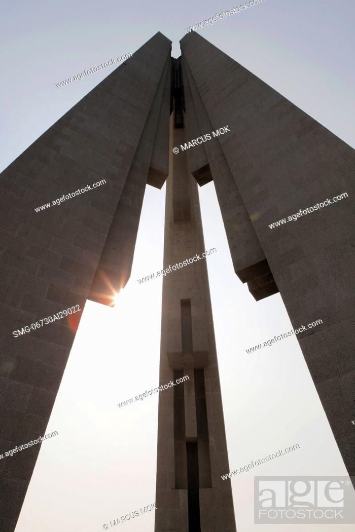 Stock Photo: Sun burst behind arches of Peoples Heroes War Memorial, Shanghai, China.