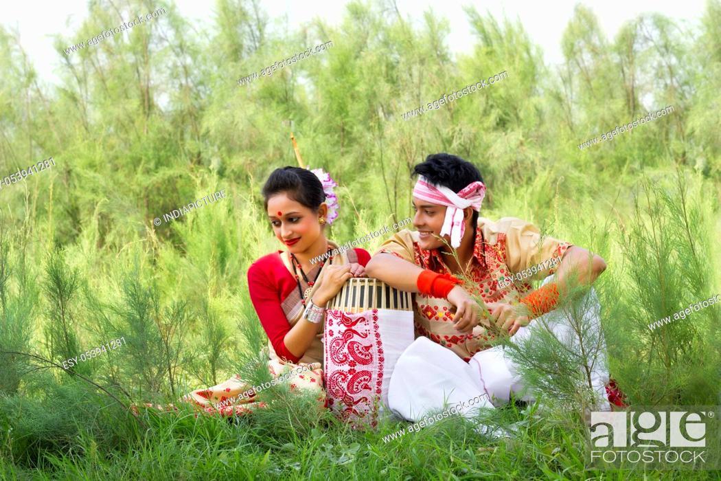 Imagen: Bihu dancers sitting together.