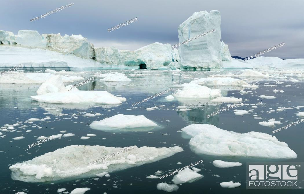 Imagen: Ilulissat Icefjord also called kangia or Ilulissat Kangerlua at Disko Bay. The icefjord is listed as UNESCO world heritage.