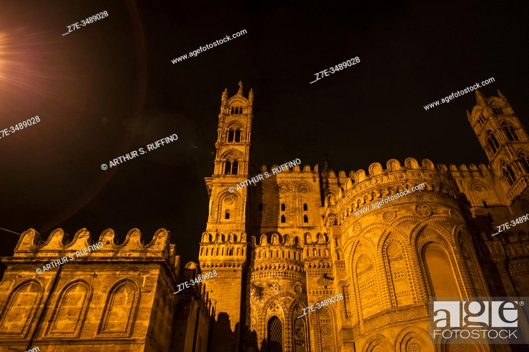 Imagen: Palermo Cathedral (Cattedrale di Palermo). Exterior of apse. Night illumination. Victor Emmanuel Street (Via Vittorio Emanuele), Palermo, Sicily, Italy, Europe.