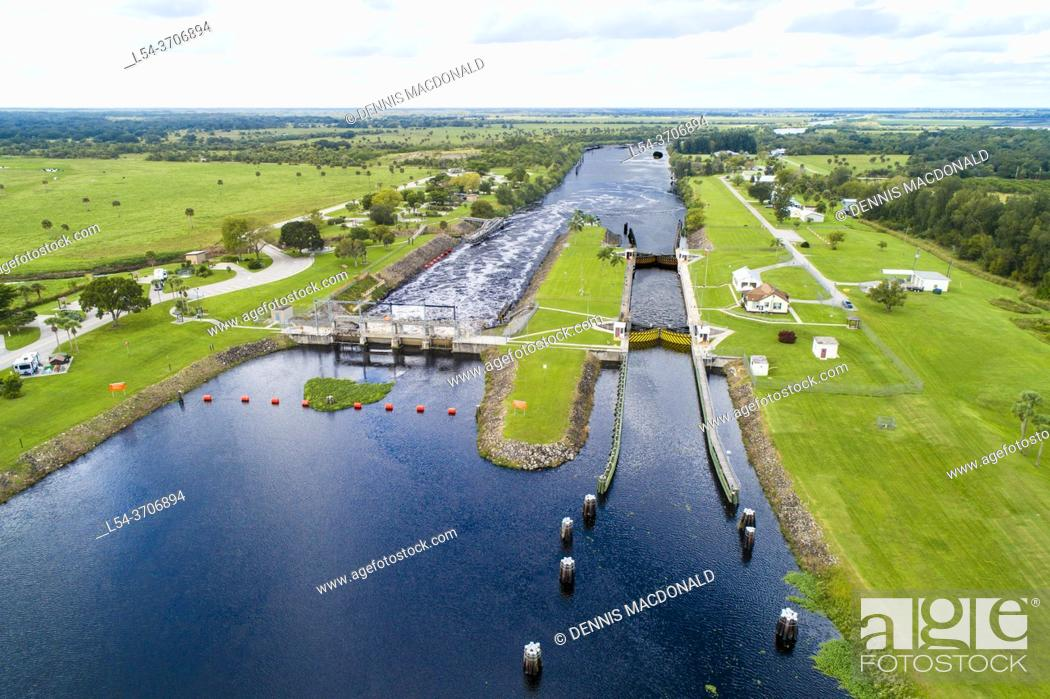Photo de stock: St. Lucie Lock and Dam, located along the St. Lucie Canal, approximately 15. 5 miles upstream of the intersection of the St.