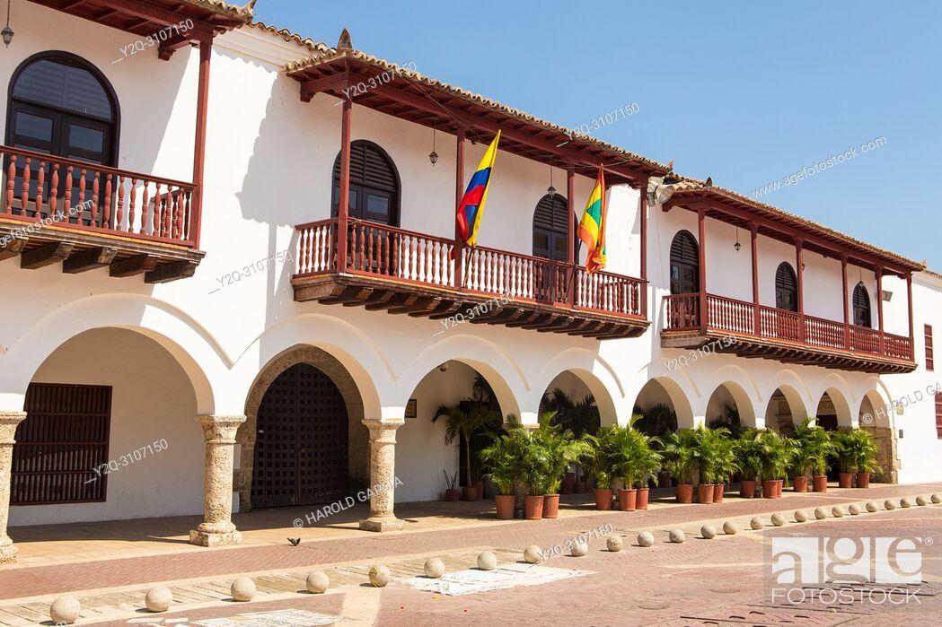 Imagen: Plaza de la Aduana in the walled city of Cartagena, Colombia. South America. .